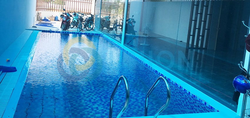 bể bơi mini trong phòng khách